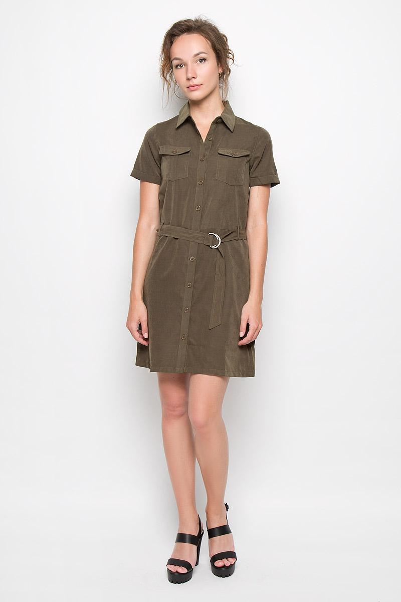 ПлатьеCK2900_KhakiПлатье-рубашка Glamorous станет модным и стильным дополнением к вашему гардеробу. Выполненное из полиэстера, оно легкое и приятное на ощупь, не сковывает движений, хорошо вентилируется. Модель с отложным воротником и короткими рукавами с отворотами застегивается на пуговицы по всей длине изделия. На груди расположены накладные карманы с клапанами на пуговицах. Пояс дополнен шлевками и текстильным ремешком с металлическими фиксаторами. Эффектное платье поможет создать привлекательный образ в стиле Casual, а также подарит вам комфорт.