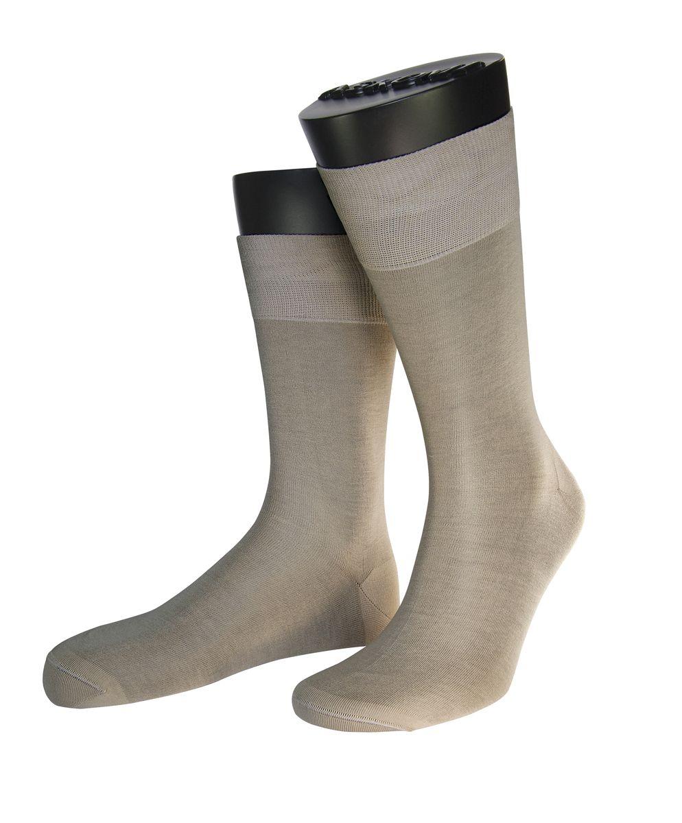 АМ-7920Мужские носки Askomi Classic для повседневной носки выполнены из мерсеризованного хлопка Pima. Такой материал обладает высокой прочностью, цветоустойчивостью, мягкостью. Двойной борт для плотной фиксации не пережимает сосуды. Кеттельный шов не ощутим для ноги.