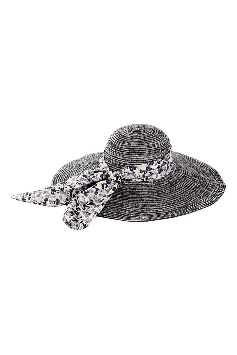 Шляпа9K-1603Летняя женская шляпа Moltini, выполненная из полиэстера с добавлением нейлона, станет незаменимым аксессуаром для пляжа и отдыха на природе. Широкие поля шляпы обеспечат надежную защиту от солнечных лучей. Плетение шляпы обеспечивает необходимую вентиляцию и комфорт даже в самый знойный день. Шляпа легко восстанавливает свою форму после сжатия. Модель оформлена стильной широкой лентой вокруг тульи, украшенной оригинальным цветочным принтом. Уважаемые клиенты! Размер, доступный для заказа, является обхватом головы.
