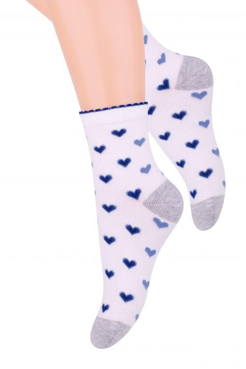 014 (DM202)Хлопковые носки для девочки Steven отлично подойдут для повседневной носки. Изделие оформлено рисунком в виде сердечек, по всему паголенку и мысу. Они изготовлены из высококачественного материала, очень мягкие на ощупь, не раздражают даже самую нежную и чувствительную кожу. Такие носки послужат замечательным дополнением к детскому гардеробу!