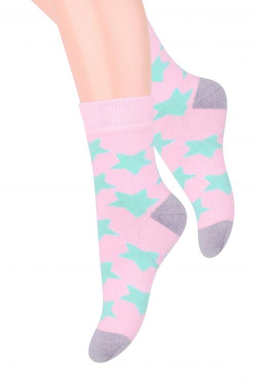 Носки014 (DO208)/014 (DM208)Хлопковые носки для девочки Steven отлично подойдут для повседневной носки. Изделие оформлено рисунком в виде звездочек, по всему паголенку и мысу. Они изготовлены из высококачественного материала, очень мягкие на ощупь, не раздражают даже самую нежную и чувствительную кожу. Такие носки послужат замечательным дополнением к детскому гардеробу!