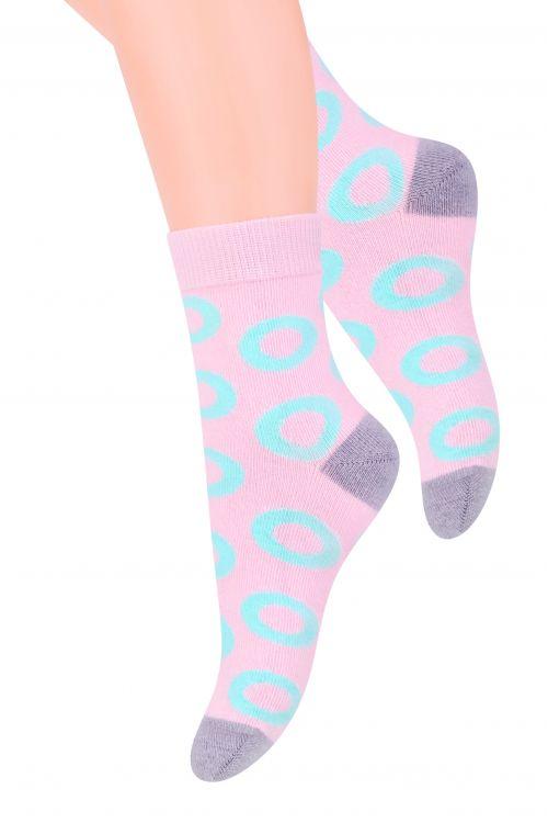 Носки014 (DO215)Хлопковые носки для девочки Steven отлично подойдут для повседневной носки. Изделие оформлено абстрактным рисунком в виде колечек, по всему паголенку и мысу. Они изготовлены из высококачественного материала, очень мягкие на ощупь, не раздражают даже самую нежную и чувствительную кожу. Такие носки послужат замечательным дополнением к детскому гардеробу!