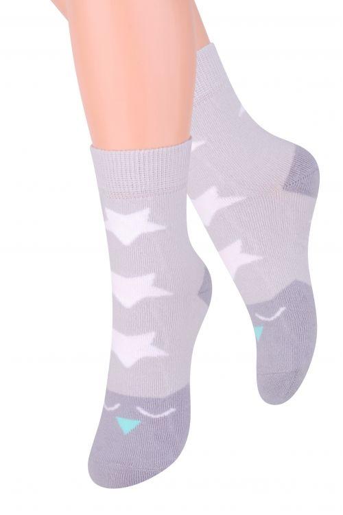 Носки014 (DO216)/014 (DN216)Хлопковые носки для девочки Steven отлично подойдут для повседневной носки. Изделие оформлено абстрактным рисунком в виде звездочек, по всему паголенку и мысу. Они изготовлены из высококачественного материала, очень мягкие на ощупь, не раздражают даже самую нежную и чувствительную кожу. Такие носки послужат замечательным дополнением к детскому гардеробу!
