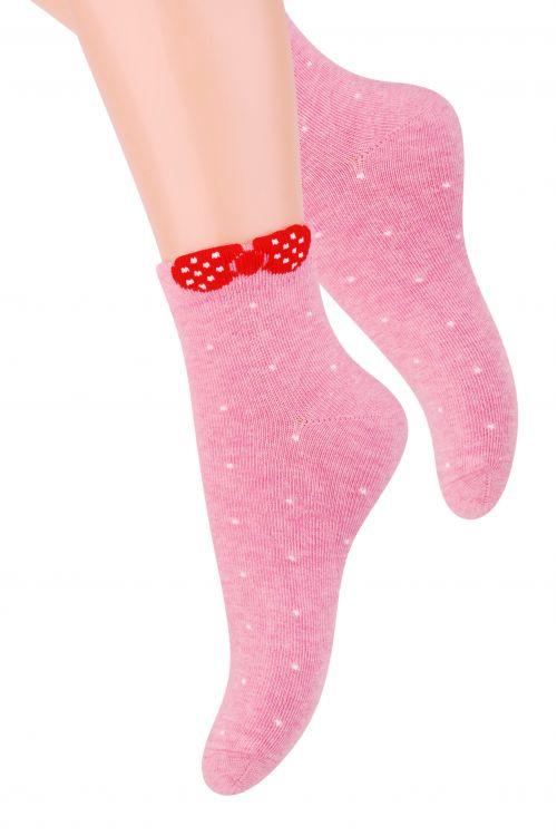 Носки004 (RF82)/004 (RG82)/004 (RE82)Удобные носочки для девочки Steven, изготовленные из высококачественного комбинированного материала, очень мягкие и приятные на ощупь, позволяют коже дышать. Эластичная резинка плотно облегает ножку, не сдавливая ее, обеспечивая комфорт и удобство. Носки с укороченным паголенком оформлены принтом в горох и дополнены оригинальным бантиком в верхней части носка. Красивые и удобные носочки станут отличным дополнением к детскому гардеробу! Уважаемые клиенты! Размер, доступный для заказа, является длиной стопы.