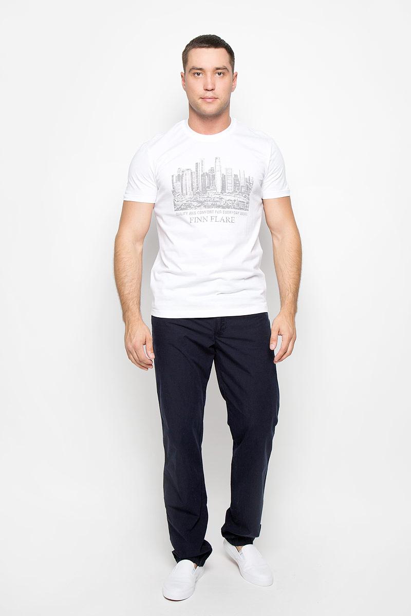 S16-21020_201Стильная мужская футболка Finn Flare, выполненная из высококачественного натурального хлопка, обладает высокой теплопроводностью, воздухопроницаемостью и гигроскопичностью, позволяет коже дышать и великолепно отводит влагу, оставляя тело сухим. Такая футболка превосходно подойдет для занятий спортом и активного отдыха. Модель с короткими рукавами и круглым вырезом горловины - идеальный вариант для создания образа в стиле Casual. Футболка декорирована оригинальным принтом и надписями на английском языке. Такая модель подарит вам комфорт в течение всего дня и послужит замечательным дополнением к вашему гардеробу.