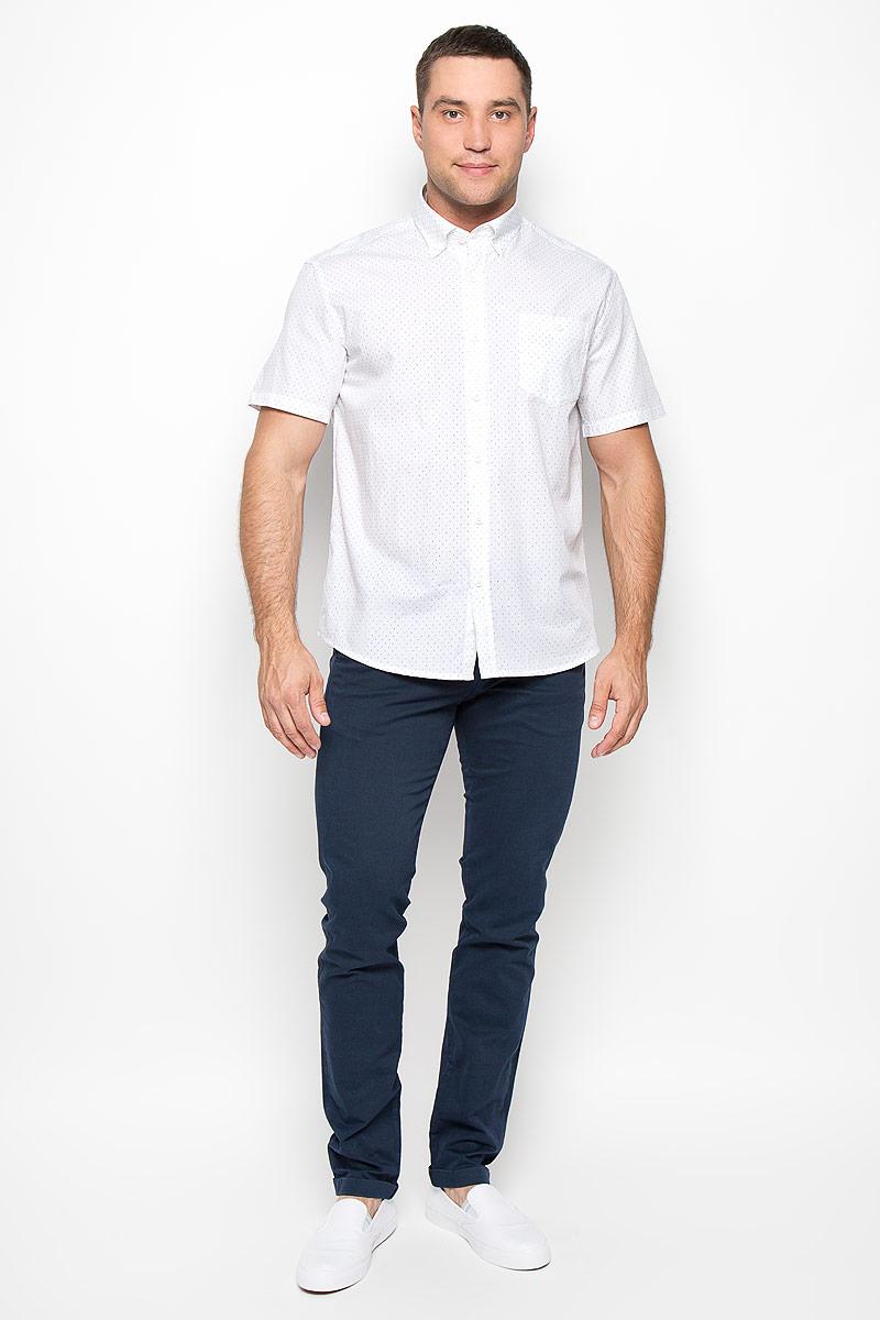 РубашкаS16-21011_101Мужская рубашка Finn Flare, выполненная из высококачественного хлопка, обладает высокой теплопроводностью, воздухопроницаемостью и гигроскопичностью, позволяет коже дышать, тем самым обеспечивая наибольший комфорт при носке. Рубашка прямого кроя, с короткими рукавами и отложным воротником застегивается на пуговицы. Модель дополнена накладным нагрудным карманом, закрывающимся на пуговицу. Рубашка оформлена оригинальным принтом. Воротник фиксируется на пуговицы. Такая рубашка подчеркнет ваш вкус и поможет создать великолепный современный образ.