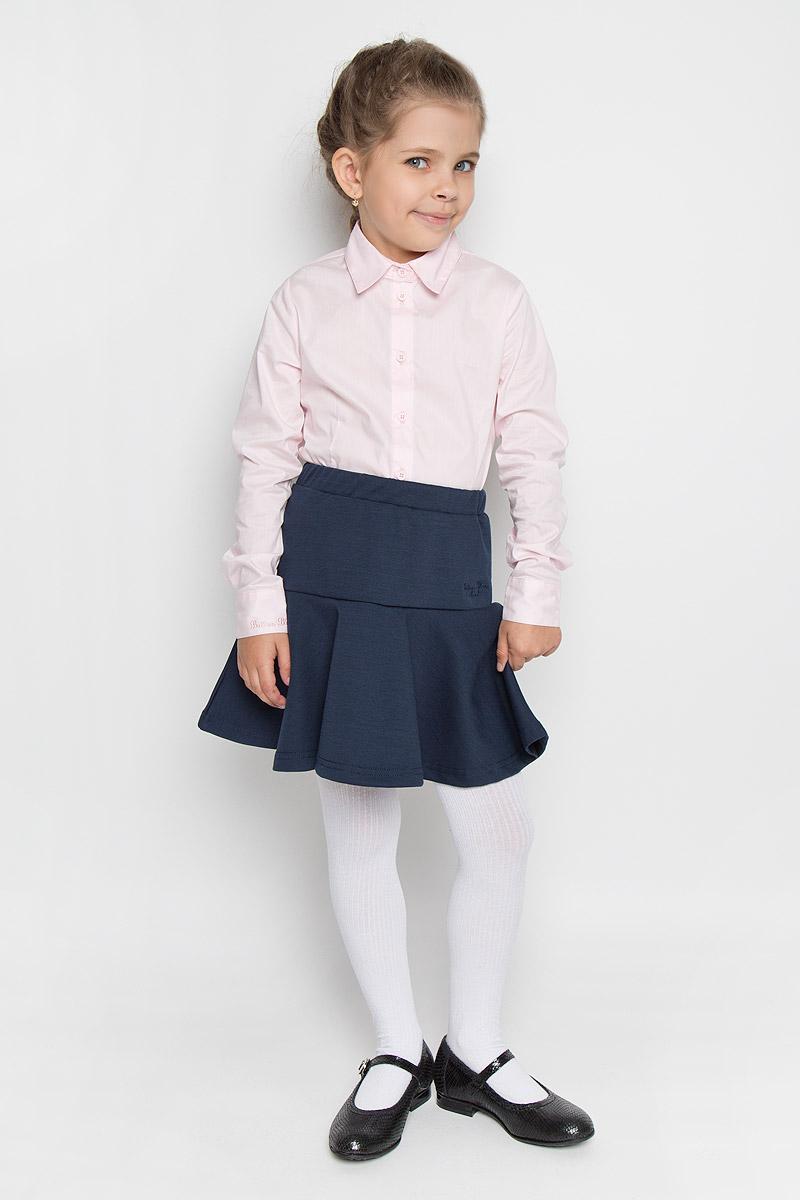 215BBGS5501Стильная юбка для девочки Button Blue идеально подойдет для школьных будней и праздников. Изготовленная из высококачественного материала с добавлением спандекса, она необычайно мягкая и приятная на ощупь, не сковывает движения и позволяет коже дышать, не раздражает даже самую нежную и чувствительную кожу ребенка, обеспечивая ему наибольший комфорт. Юбка трапециевидного силуэта Годе на талии имеет широкий эластичный пояс. Спереди изделие оформлено небольшой вышивкой в виде названия бренда. В сочетании с любым верхом эта юбка выглядит строго, красиво, и очень эффектно.