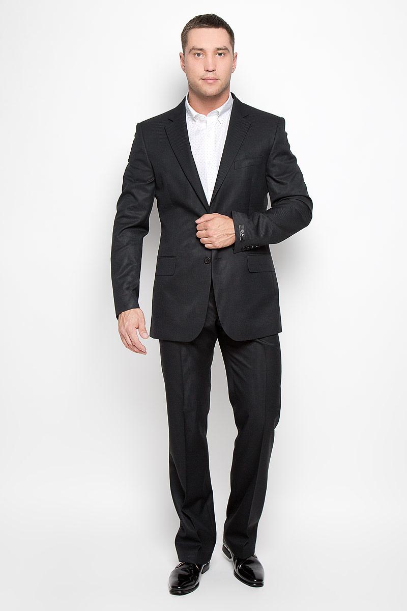 Костюм мужской Modern: пиджак, брюки. 12.01397412.013974Мужской костюм BTC Modern, состоящий из пиджака и брюк, займет достойное место в вашем гардеробе. Костюм изготовлен из высококачественного материала. Ткань изделия гладкая, тактильно приятная. Подкладка модели выполнена из полиэстера. Пиджак с длинными рукавами и отложным воротником с лацканами застегивается на две пуговицы. Модель оснащена прорезным карманом на груди и двумя прорезными карманами с клапанами в нижней части изделия. С внутренней стороны находятся три прорезных кармана, один из которых застегивается на пуговицу. Низ рукавов декорирован пуговицами. Спинка дополнена двумя шлицами. Брюки со стрелками застегиваются на крючок и пуговицы по поясу и имеют ширинку на застежке-молнии. На брюках предусмотрены шлевки для ремня. Спереди модель дополнена двумя втачными карманами со скошенными краями, а сзади - одним прорезным карманом на пуговице. Этот модный и в то же время комфортный костюм - отличный вариант для офиса и торжеств. Такой костюм позволит выглядеть вам...