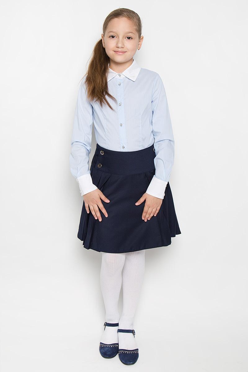 Блузка для девочки. AW15GS150AW15GS150A-10/AW15GS150B-10Стильная блузка для девочки Nota Bene, выполненная из эластичного хлопка, станет отличным дополнением к школьному гардеробу. Благодаря составу, изделие легкое, тактильно приятное, не сковывает движений, позволяет коже дышать. Блузка с отложным воротником и длинными рукавами застегивается на пуговицы по всей длине. На рукавах предусмотрены манжеты с застежками-пуговицами. Оформлено изделие принтом в узкую полоску. Воротник дополнен небольшой вышивкой в виде стрекозы. Пуговицы на модели украшены вставками со стразами. Школьная блузка играет важную роль в образе ученицы, она отлично сочетается с юбками и брюками.