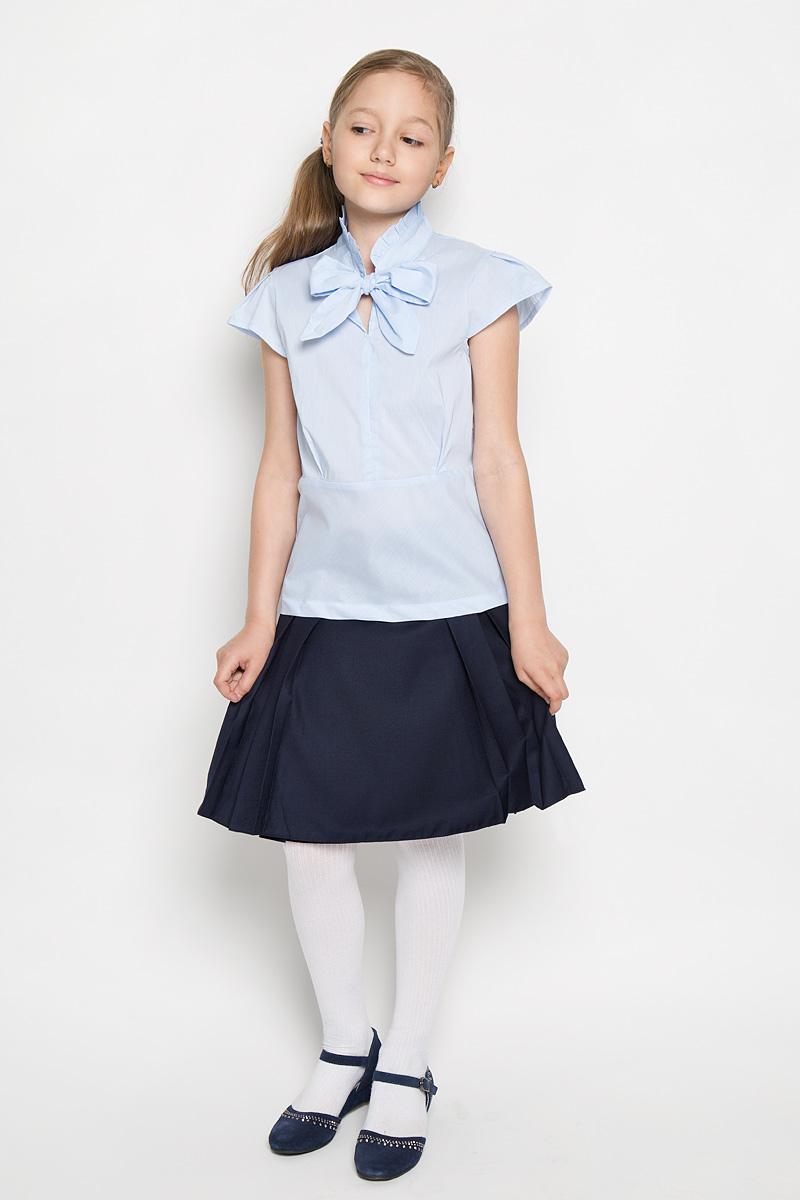 БлузкаAW15GS154B-10Блузка для девочки Nota Bene, выполненная из эластичного хлопка, станет отличным дополнением к школьному гардеробу. Благодаря составу, изделие легкое, тактильно приятное, не сковывает движений, позволяет коже дышать. Блузка с воротником-аскот и короткими рукавами-крылышками оформлена принтом в полоску. Воротник дополнен лентами, завязывающимися на бант. Блузка играет важную роль в образе ученицы, она отлично сочетается с юбками и брюками.