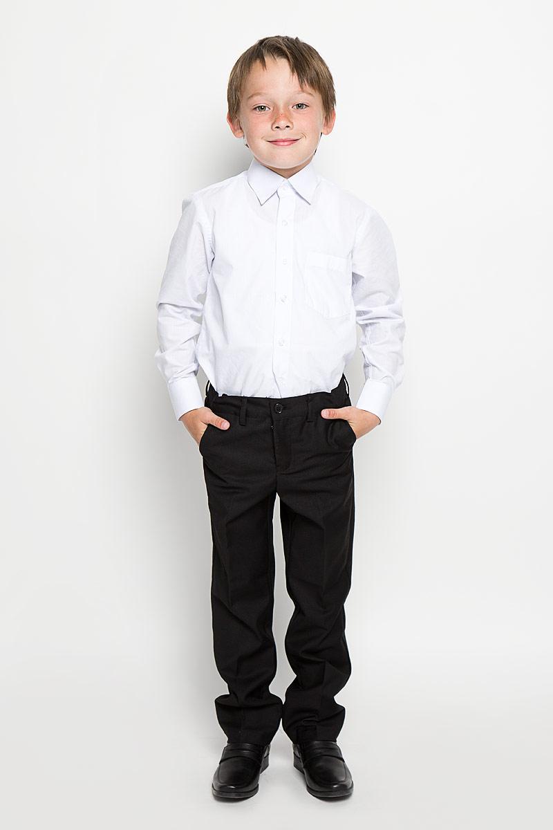 363021Классические брюки для мальчика Scool идеально подойдут вашему ребенку для школьного гардероба. Изготовленные из полиэстера с добавлением вискозы, они необычайно мягкие и приятные на ощупь, не сковывают движения и позволяют коже дышать, не раздражают нежную кожу ребенка, обеспечивая ему наибольший комфорт. Брюки классического кроя на талии имеют пояс на пуговице, также имеются шлевки для ремня и ширинка на металлической застежке-молнии. С внутренней стороны пояс можно утянуть скрытой резинкой на пуговицах. Спереди брюки дополнены двумя втачными карманами с косыми краями, а сзади - одним прорезным карманом на пуговице. Оформлены брюки заутюженными стрелками. Эта универсальная модель, подходящая под различные варианты жакетов, пиджаков, джемперов и водолазок.