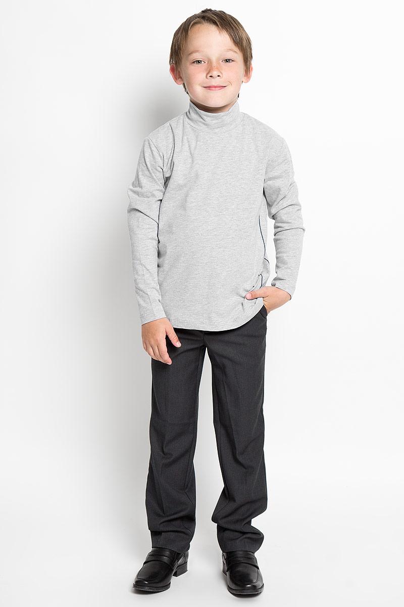 AW15BS313A-1/AW15BS313B-1Практичная водолазка для мальчика Nota Bene идеально подойдет вашему ребенку, как для школы, так и для повседневной носки. Изготовленная из хлопка с добавлением эластана, она мягкая и приятная на ощупь, не сковывает движения и позволяет коже дышать, не раздражает даже самую нежную и чувствительную кожу ребенка, обеспечивая ему наибольший комфорт. Классическая однотонная модель с длинными рукавами дополнена воротником-стойкой и оформлена контрастной отстрочкой. В такой водолазке вашему юному мужчине будет удобно и комфортно.