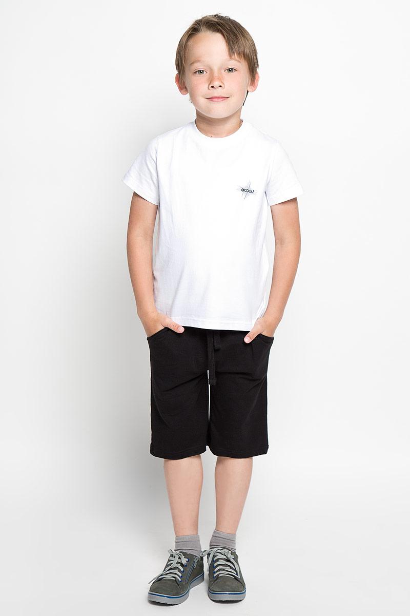 Комплект для мальчика: футболка, шорты. 363051363051Комплект для мальчика Scool, состоящий из футболки и шорт, идеально подойдет вашему малышу. Изготовленный из высококачественного материала, он необычайно мягкий и приятный на ощупь, не сковывает движения малыша и позволяет коже дышать, не раздражает даже самую нежную и чувствительную кожу ребенка, обеспечивая ему наибольший комфорт. Футболка с короткими рукавами и круглым вырезом горловины оформлена принтовой надписью с названием бренда.. Вырез горловины дополнен ьтрикотажной резинкой. Шорты имеют на талии широкий эластичный пояс, регулируемый шнурком, благодаря чему они не сдавливают животик. Оригинальный дизайн и модная расцветка делают этот комплект незаменимым предметом детского гардероба. В нем вашему маленькому мужчине будет комфортно и уютно, и он всегда будет в центре внимания!