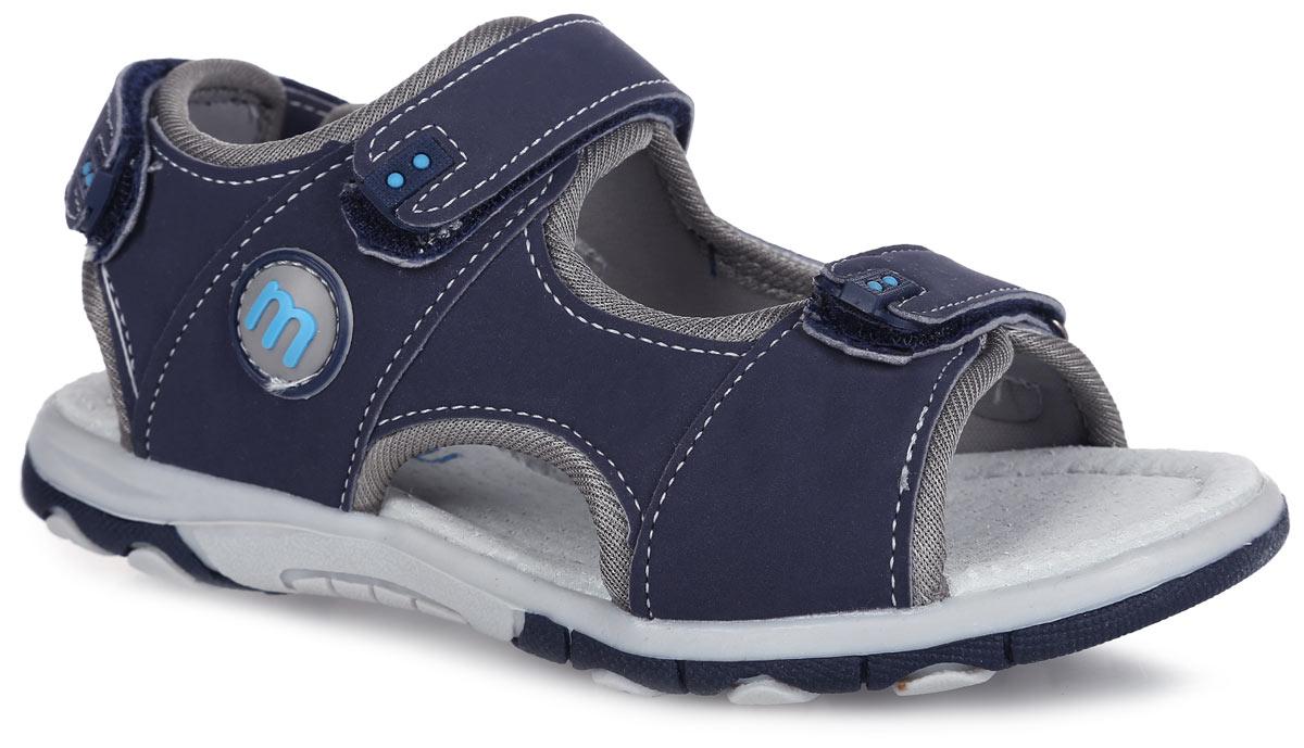 100618Модные сандалии от Mursu придутся по душе вашему мальчику. Модель, изготовленная из искусственной кожи и текстиля, оформлена контрастной прострочкой, сбоку и на ремешках - декоративными нашивками из ПВХ. Ремешки с застежками-липучками обеспечивают надежную фиксацию модели на ноге. Внутренняя поверхность из текстиля не натирает. Стелька из натуральной кожи дополнена супинатором, который обеспечивает правильное положение стопы ребенка при ходьбе и предотвращает плоскостопие. Подошва с рифлением обеспечивает сцепление с любой поверхностью. Стильные сандалии - незаменимая вещь в гардеробе каждого мальчика!