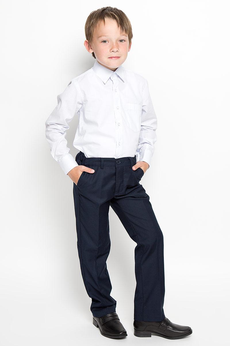РубашкаCWR16002A-10/CWR16002B-10Стильная рубашка для мальчика Nota Bene с длинными рукавами идеально подойдет вашему ребенку. Изготовленная из хлопка с добавлением полиэстера, она мягкая и приятная на ощупь, не сковывает движения и позволяет коже дышать, не раздражает даже самую нежную и чувствительную кожу ребенка, обеспечивая ему наибольший комфорт. Рубашка классического кроя с отложным воротничком застегивается на пуговицы по всей длине. Рукава имеют широкие манжеты, также застегивающиеся на пуговицы. Низ изделия закруглен. Модель дополнена небольшим накладным нагрудным карманом. Оригинальный современный дизайн и модная расцветка делают эту рубашку стильным предметом детского гардероба. Ее можно носить как с джинсами, так и с классическими брюками.