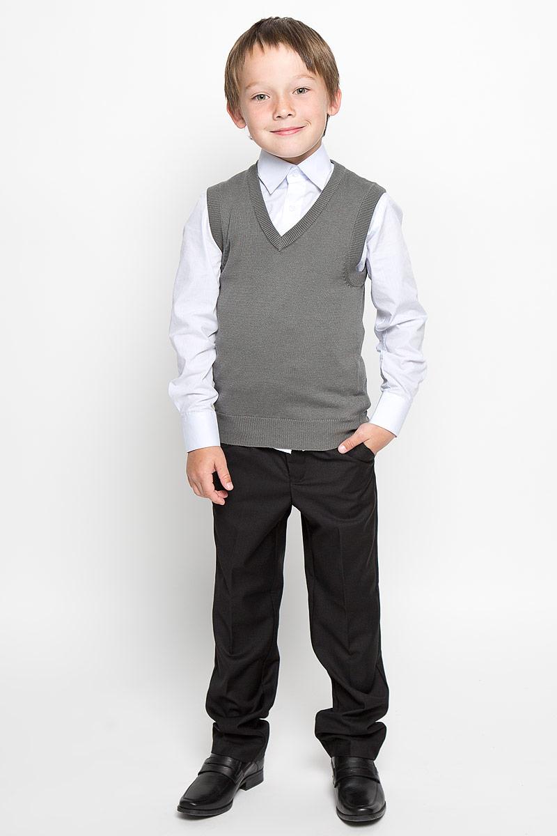 Жилет для мальчика. Grey-1Grey-1Уютный вязаный жилет для мальчика Tsarevich идеально подойдет для школы. Пряжа, выполненная из хлопка и акрила, делает его очень мягким, приятным, комфортным в носке, он не сковывает движения и позволяет коже дышать, не раздражает даже самую нежную и чувствительную кожу ребенка, обеспечивая ему наибольший комфорт. Жилет классического кроя имеет V-образный вырез горловины. Вырезы рукавов, горловина и низ модели связаны мелкой резинкой. Являясь важным атрибутом школьной моды, стильный жилет создает тепло и комфорт, отлично сочетается с рубашками и брюками.