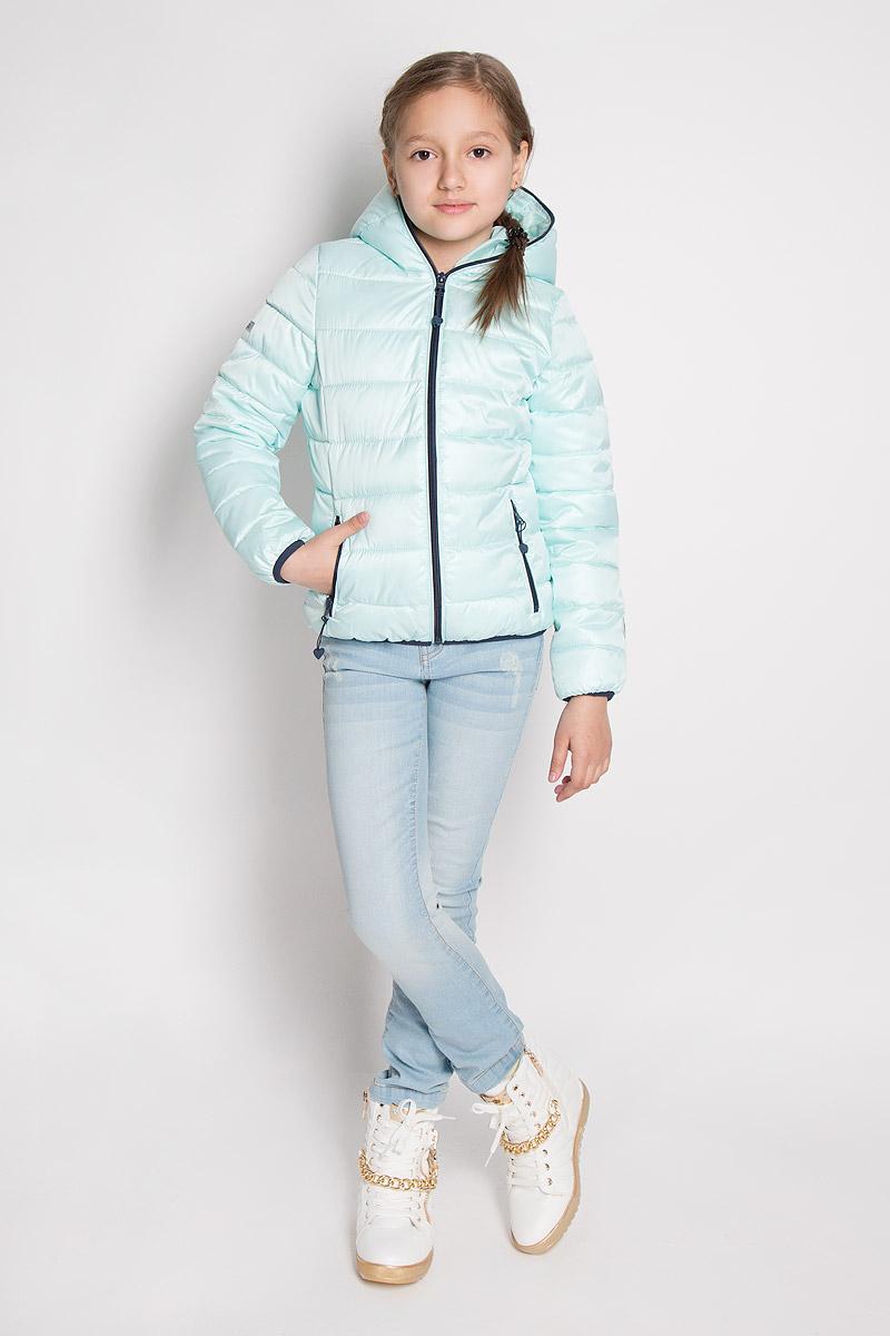 Куртка для девочки. 364002/364003364002Стильная куртка для девочки Scool идеально подойдет для ребенка в прохладную погоду. Модель изготовлена из полиэстера. Изделие легкое, удобное и комфортное в носке. В качестве утеплителя используется полиэстер, который отлично сохраняет тепло. Куртка с несъемным капюшоном застегивается на пластиковую молнию до верха для лучшей защиты ребенка от ветра. Спереди расположены два прорезных кармана на застежках-молниях. Края рукавов и низ изделия дополнены эластичными резинками. На куртке предусмотрены небольшие светоотражающие элементы для безопасности ребенка в темное время суток. Яркая и модная куртка станет замечательным дополнением к детскому гардеробу. В ней маленькая принцесса всегда будет в центре внимания!