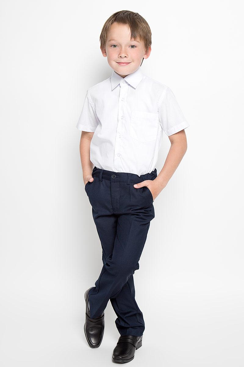 РубашкаCWR16001A-1/CWR16001B-1Стильная рубашка для мальчика Nota Bene с короткими рукавами идеально подойдет вашему ребенку. Изготовленная из хлопка с добавлением полиэстера, она мягкая и приятная на ощупь, не сковывает движения и позволяет коже дышать, не раздражает даже самую нежную и чувствительную кожу ребенка, обеспечивая ему наибольший комфорт. Рубашка классического кроя с отложным воротничком застегивается на пуговицы по всей длине. Низ изделия закруглен. Модель дополнена небольшим накладным нагрудным карманом. Оригинальный современный дизайн и модная расцветка делают эту рубашку стильным предметом детского гардероба. Ее можно носить как с джинсами, так и с классическими брюками.