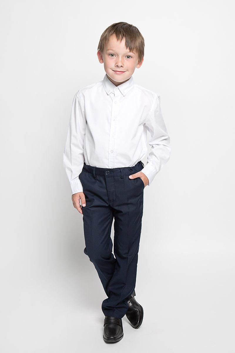 Брюки для мальчика. 36302363021Классические брюки для мальчика Scool идеально подойдут вашему ребенку для школьного гардероба. Изготовленные из полиэстера с добавлением вискозы, они необычайно мягкие и приятные на ощупь, не сковывают движения и позволяют коже дышать, не раздражают нежную кожу ребенка, обеспечивая ему наибольший комфорт. Брюки классического кроя на талии имеют пояс на пуговице, также имеются шлевки для ремня и ширинка на металлической застежке-молнии. С внутренней стороны пояс можно утянуть скрытой резинкой на пуговицах. Спереди брюки дополнены двумя втачными карманами с косыми краями, а сзади - одним прорезным карманом на пуговице. Оформлены брюки заутюженными стрелками. Эта универсальная модель, подходящая под различные варианты жакетов, пиджаков, джемперов и водолазок.
