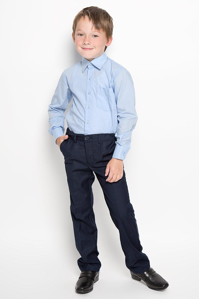 Рубашка для мальчика. CWR1600CWR16002A-10/CWR16002B-10Стильная рубашка для мальчика Nota Bene с длинными рукавами идеально подойдет вашему ребенку. Изготовленная из хлопка с добавлением полиэстера, она мягкая и приятная на ощупь, не сковывает движения и позволяет коже дышать, не раздражает даже самую нежную и чувствительную кожу ребенка, обеспечивая ему наибольший комфорт. Рубашка классического кроя с отложным воротничком застегивается на пуговицы по всей длине. Рукава имеют широкие манжеты, также застегивающиеся на пуговицы. Низ изделия закруглен. Модель дополнена небольшим накладным нагрудным карманом. Оригинальный современный дизайн и модная расцветка делают эту рубашку стильным предметом детского гардероба. Ее можно носить как с джинсами, так и с классическими брюками.