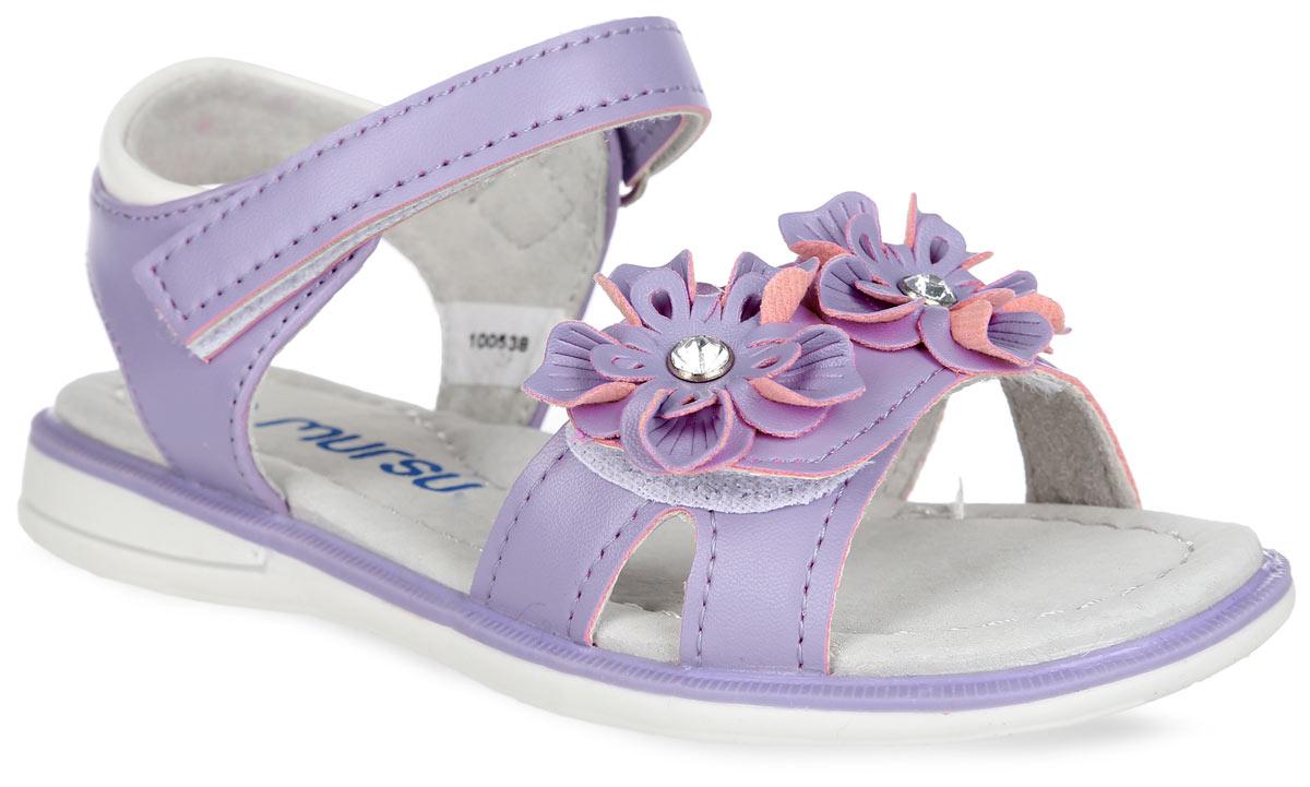 Босоножки для девочки. 10053100536Очаровательные босоножки от Mursu придутся по душе вашей маленькой моднице и идеально подойдут для повседневной носки в летнюю погоду! Модель с открытой пяткой изготовлена из искусственной кожи. Ремешки на застежках- липучках с дополнительной поддержкой пяточной части надежно зафиксируют обувь на ножке ребенка. Нижний ремешок украшен роскошной аппликацией, дополненной стразами. Внутренняя часть и стелька, изготовленные из натуральной кожи, предотвратят натирание. Стелька дополнена супинатором, который обеспечивает правильное положение ноги ребенка при ходьбе и предотвращает плоскостопие. Максимально комфортная подошва обеспечивает отличное сцепление с поверхностью. Стильные босоножки - незаменимая вещь в гардеробе каждой девочки!