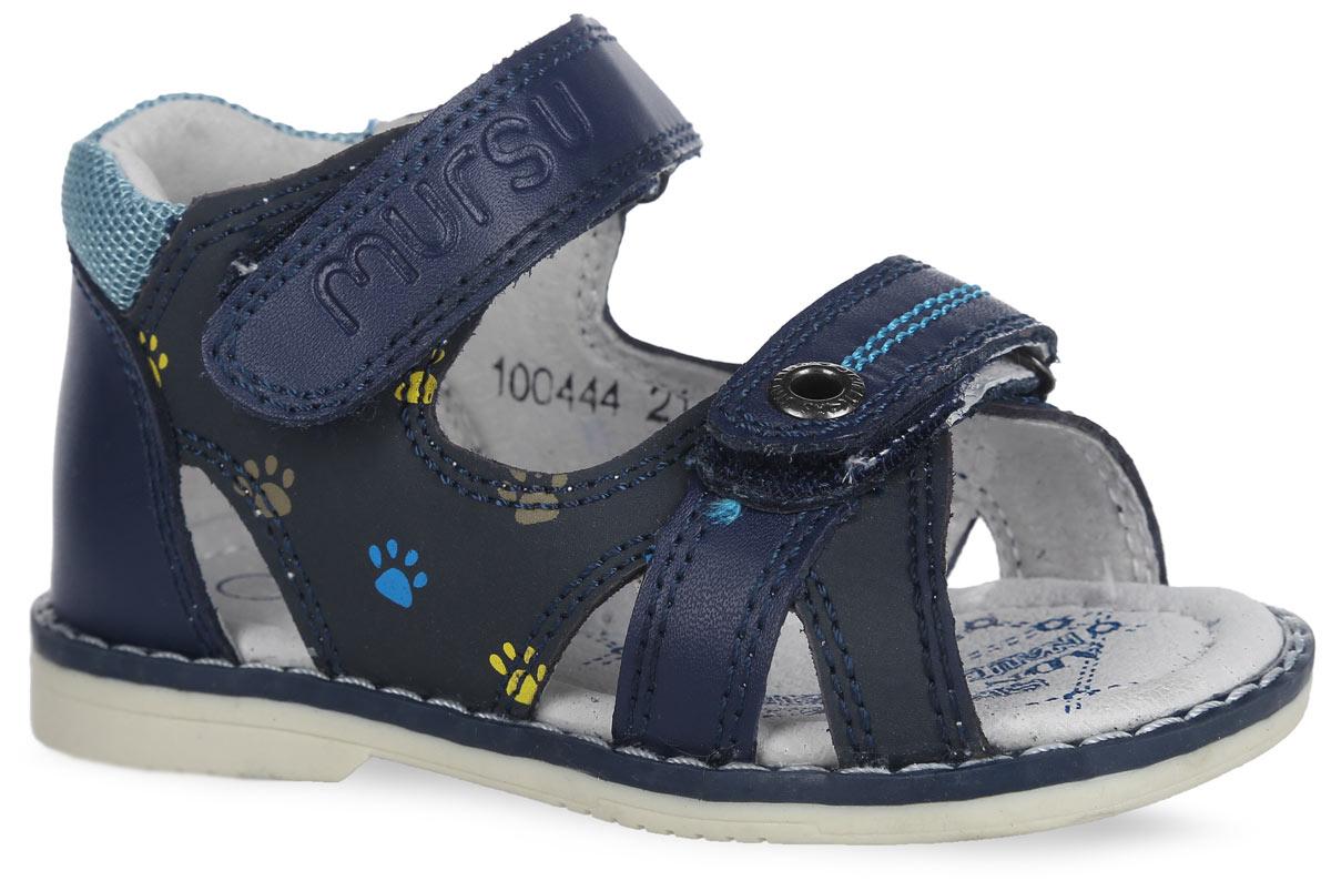Сандалии для мальчика. 100444100444Стильные сандалии от Mursu придутся по душе вашему мальчику и идеально подойдут для повседневной носки в летнюю погоду! Модель изготовлена полностью из натуральной кожи. Верхний ремешок дополнен названием бренда, нижний - прострочкой и декоративным люверсом, кант - вставкой из сетчатого текстиля, боковые стороны - ярким принтом в виде отпечатка лапки, рант - светлой прострочкой. Внутренняя часть и стелька, изготовленные из натуральной кожи, предотвратят натирание и гарантируют уют. Стелька дополнена супинатором, который обеспечивает правильное положение ноги ребенка при ходьбе и предотвращает плоскостопие. Ремешки на застежках-липучках надежно зафиксируют модель на ноге ребенка. Максимально комфортная подошва обеспечивает отличное сцепление с поверхностью. Стильные сандалии - незаменимая вещь в гардеробе каждого мальчика!