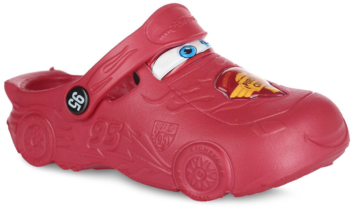 CA000010Модные сабо Cars от Mursu придутся по душе вашему мальчику. Модель полностью изготовлена из материала ЭВА, благодаря которому обувь невероятно легкая и удобная, она легко моется и быстро сохнет. Модель имитирует героя мультфильма Тачки - гоночную машину Молнию Маккуин. Отверстия по бокам обеспечивают естественную вентиляцию. Стелька с рельефной поверхностью обеспечивает стимуляцию кровообращения и дополнительный комфорт. Пяточный ремешок предназначен для фиксации стопы при ходьбе. Рифление на подошве гарантирует идеальное сцепление с любой поверхностью. Такие сабо - отличное решение для каждодневного использования!
