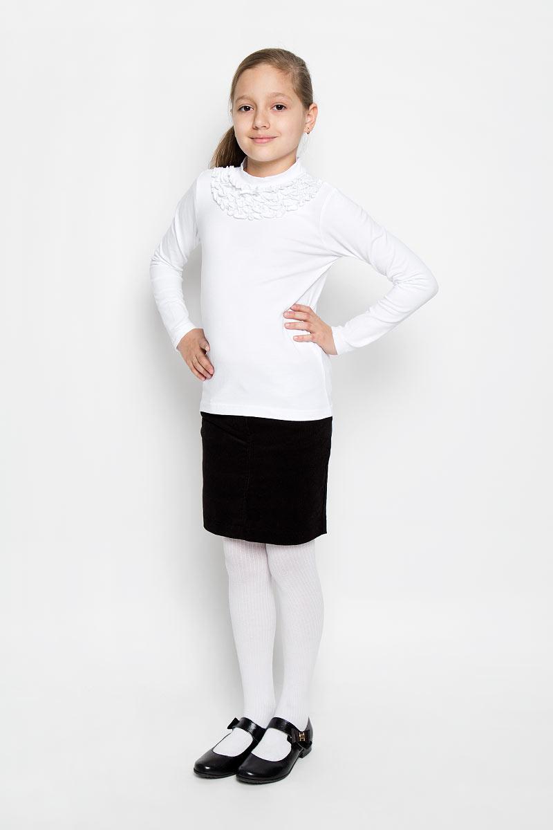 Водолазка для девочки. 36407364070Красивая водолазка для девочки Scool идеально дополнит образ юной модницы. Модель выполнена из эластичного хлопка, мягкая и приятная на ощупь. Водолазка не сковывает движения и позволяет коже дышать, не раздражает нежную и чувствительную кожу ребенка, обеспечивая комфорт. Водолазка с длинными рукавами и воротником-стойкой украшена нарядными рюшами в несколько рядов под воротником, а также небольшим атласным бантиком. Такая водолазка отлично подойдет как к брюкам, так и к юбочкам. В ней ваша принцесса всегда будет в центре внимания!