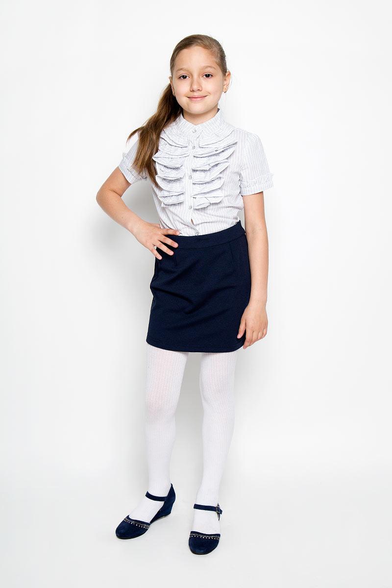 Юбка364026Стильная юбка для девочки Scool идеально подойдет для школы. Изготовленная из высококачественного материала, она необычайно мягкая и приятная на ощупь, не сковывает движения малышки и позволяет коже дышать, не раздражает даже самую нежную и чувствительную кожу ребенка, обеспечивая ему наибольший комфорт. Юбка застегивается на скрытую застежку-молнию сзади. При необходимости в поясе ее можно утянуть скрытой резинкой на пуговках. Сзади модель дополнена небольшим разрезом. В сочетании с любым верхом, юбка выглядит строго, красиво, достойно. Оригинальный современный дизайн делает эту юбку модным и стильным предметом детского гардероба. В ней ваша маленькая леди всегда будет в центре внимания!