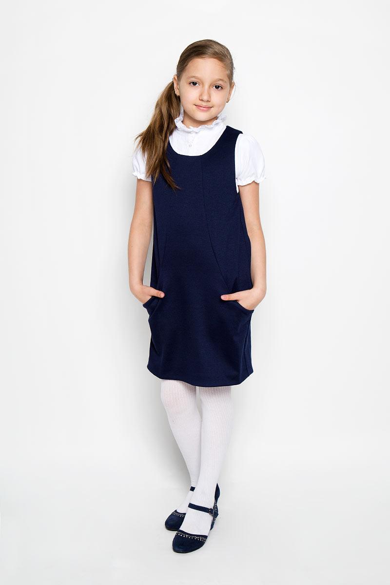 СарафанCJD26003A-29/CJD26003B-29Классический сарафан для девочки Nota Bene - базовая вещь в школьном гардеробе ребенка. Изготовленный из высококачественного материала с добавлением спандекса, он необычайно мягкий и приятный на ощупь, не сковывает движения и позволяет коже дышать, не раздражает даже самую нежную и чувствительную кожу ребенка, обеспечивая ему наибольший комфорт. Сарафан с круглым вырезом горловины спереди дополнен двумя прорезными карманами. Несмотря на лаконичность решения, он не кажется скучным. Являясь важным атрибутом школьной моды, в сочетании с любой водолазкой, футболкой, блузкой, сарафан выглядит очень изысканно и деликатно.