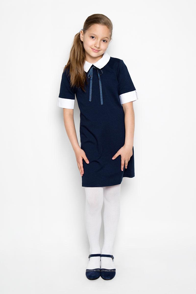 Платье364054Классическое платье для девочки Scool - базовая вещь в школьном гардеробе ребенка. Изготовленное из высококачественного материала, оно необычайно мягкое и приятное на ощупь, не сковывает движения и позволяет коже дышать, не раздражает даже самую нежную и чувствительную кожу ребенка, обеспечивая ему наибольший комфорт. Платье с круглым вырезом горловины на спинке застегивается на пуговку. Рукава и горловина выполнены с эффектом 2 в 1. Отложной воротник фиксируется на пуговицы, благодаря чему его можно отстегнуть. Спереди платье оформлено атласным бантиком. Несмотря на лаконичность решения, оно не кажется скучным. Являясь важным атрибутом школьной моды платье выглядит очень изысканно и деликатно.