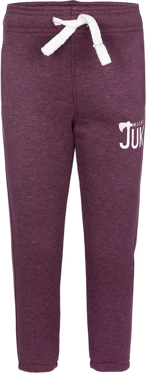 Брюки спортивные15В00170700Удобные брюки для мальчика Modniy Juk идеально подойдут вашему маленькому моднику. Изготовленные из хлопка с добавлением полиэстера, они мягкие и приятные на ощупь, не сковывают движения, сохраняют тепло и позволяют коже дышать, обеспечивая наибольший комфорт. Изнаночная сторона изделия имеет небольшие петельки. Модель слегка зауженного книзу кроя, на талии имеет широкую мягкую резинку, благодаря чему брюки не сдавливают живот ребенка и не сползают. Объем талии регулируется при помощи затягивающегося шнурка. Изделие дополнено двумя втачными кармашками со скошенными краями и украшено вышивкой в виде логотипа бренда. Низ брючин дополнен эластичными резинками. Практичные и стильные брюки идеально подойдут вашему малышу, а модная расцветка и высококачественный материал позволят ему комфортно чувствовать себя в течение дня!