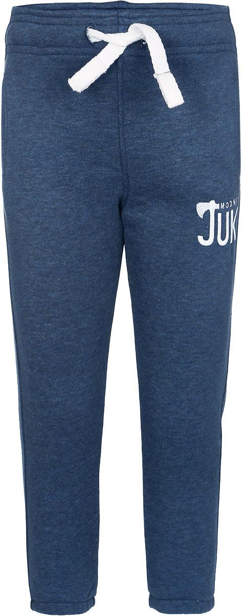 Брюки спортивные для мальчика. 15В0017070015В00170700Удобные брюки для мальчика Modniy Juk идеально подойдут вашему маленькому моднику. Изготовленные из хлопка с добавлением полиэстера, они мягкие и приятные на ощупь, не сковывают движения, сохраняют тепло и позволяют коже дышать, обеспечивая наибольший комфорт. Изнаночная сторона изделия имеет небольшие петельки. Модель слегка зауженного книзу кроя, на талии имеет широкую мягкую резинку, благодаря чему брюки не сдавливают живот ребенка и не сползают. Объем талии регулируется при помощи затягивающегося шнурка. Изделие дополнено двумя втачными кармашками со скошенными краями и украшено вышивкой в виде логотипа бренда. Низ брючин дополнен эластичными резинками. Практичные и стильные брюки идеально подойдут вашему малышу, а модная расцветка и высококачественный материал позволят ему комфортно чувствовать себя в течение дня!