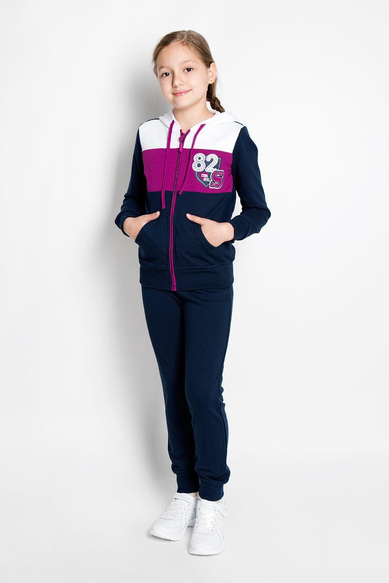 Спортивный костюм для девочки. 364081364081Спортивный костюм для девочки Scool, состоящий из толстовки и брюк, идеально подойдет для занятий спортом и станет отличным дополнением к детскому гардеробу. Изготовленный из хлопка с добавлением полиэстера, он необычайно мягкий и приятный на ощупь, не сковывает движения и позволяет коже дышать, не раздражает даже самую нежную и чувствительную кожу ребенка, обеспечивая ему наибольший комфорт. Изнаночная сторона изделий выполнена с небольшими петельками. Толстовка с капюшоном на кулиске, длинными рукавами и карманами кенгуру спереди застегивается на пластиковую застежку-молнию. Манжеты и низ изделия стянуты широкой эластичной резинкой, препятствующей проникновению холодного воздуха. Модель оформлена декоративными нашивками, украшенными крупными стразами. Спортивные брюки на поясе имеют широкую эластичную резинку с регулирующим объем талии шнурком, благодаря чему они не сдавливают животик и не сползают. Низ брючин дополнен широкими эластичными манжетами. Такой...
