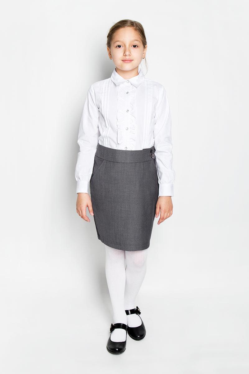 Блузка для девочки. 364035/364036364035Элегантная блузка для девочки Scool выполнена из эластичного хлопка с добавлением полиэстера. Прекрасный состав ткани делает блузку мягкой и тактильно приятной, а также обеспечивает отличную посадку изделия на фигуре. Блузка с отложным воротником и длинными рукавами застегивается на пуговицы по всей длине. На рукавах предусмотрены широкие манжеты с застежками-пуговицами. Планку украшают рюши с двух сторон. Школьная блузка играет важную роль в образе ученицы, она отлично сочетается с юбками и брюками.