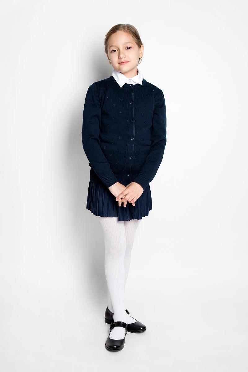 Кардиган364013Стильный кардиган для девочки Scool идеально подойдет для школы и повседневной носки. Изготовленный из хлопковой пряжи с добавлением акрила, он мягкий и приятный на ощупь, не сковывает движения и позволяет коже дышать, не раздражает даже самую нежную и чувствительную кожу ребенка, обеспечивая ему наибольший комфорт. Модель с длинными рукавами и круглым вырезом горловины застегивается спереди на блестящие пуговицы. Низ изделия, манжеты и горловина связаны резинкой. Спереди модель оформлена стразами. Классический крой позволяет создавать деловые образы в сочетании с рубашками и водолазками. Однотонный кардиган - хорошая альтернатива пиджаку в прохладное время года. Являясь важным атрибутом школьной моды, он обеспечивает тепло и комфорт.