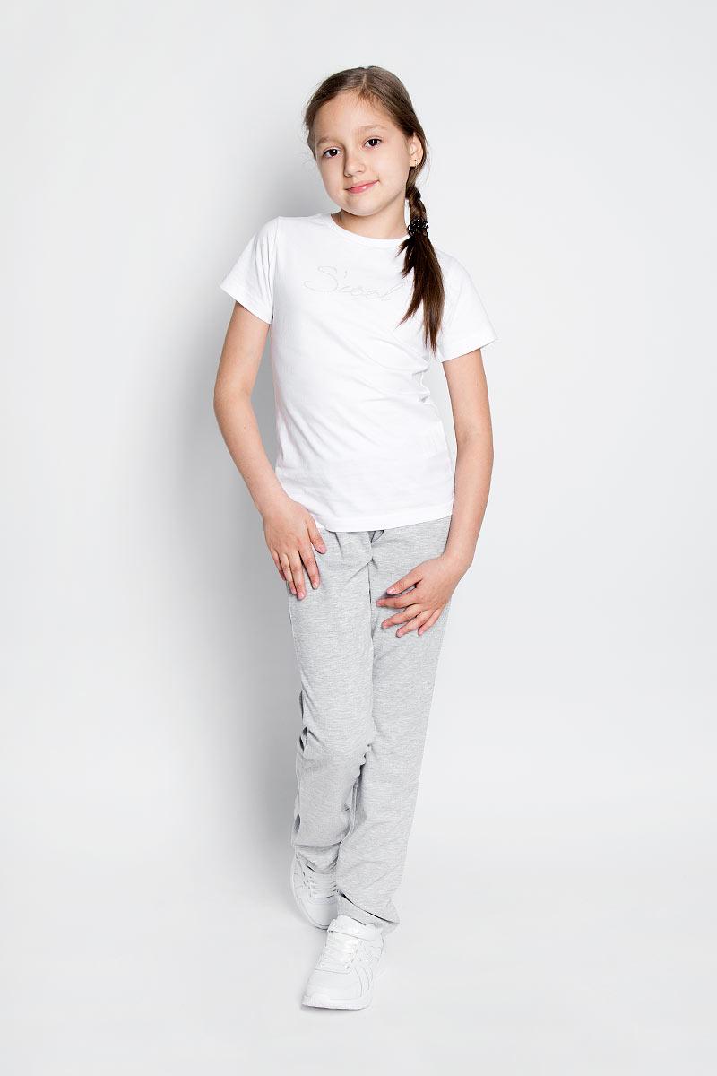 Брюки спортивные для девочки. SSG-57053SSG-57053_10Спортивные брюки для девочки Silver Spoon идеально подойдут для занятий физкультурой. Изготовленные из высококачественного материала с добавлением спандекса, они необычайно мягкие и приятные на ощупь, не сковывают движения и позволяют коже дышать, не раздражают даже самую нежную и чувствительную кожу ребенка, обеспечивая ему наибольший комфорт. Брюки на талии имеют широкую эластичную резинку. Спереди предусмотрена имитация втачных карманов. Оформлена модель вышивкой и украшена мелкими стразами. Такие спортивные брюки удачно сочетают в себе красоту, комфорт и практичность!