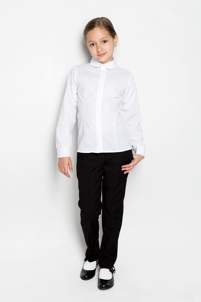 Блузка364040Блузка для девочки Scool изготовлена из хлопка с добавлением полиэстера. Изделие не сковывает движения и хорошо пропускает воздух, обеспечивая наибольший комфорт. Блузка с отложным воротником и длинными рукавами застегивается на пуговицы по всей длине. На рукавах предусмотрены манжеты с застежками-пуговицами. Блузка станет стильным дополнением к школьному гардеробу. Модель отлично сочетается с юбками и брюками.
