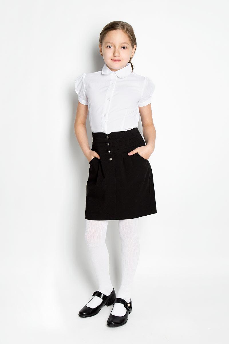 Блузка364047Элегантная блузка для девочки Scool идеально подойдет для школьной формы. Изготовленная из хлопка с добавлением полиэстера, она мягкая, легкая и приятная на ощупь, не сковывает движения и позволяет коже дышать, не раздражает даже самую нежную и чувствительную кожу ребенка, обеспечивая наибольший комфорт. Блузка приталенного силуэта с короткими рукавами-фонариками и отложным воротником застегивается на пластиковые пуговицы. Рукава дополнены манжетами и регулируются по ширине за счет пуговиц. Такая блузка - незаменимая вещь для школьной формы, отлично сочетается с юбками, брюками и сарафанами.