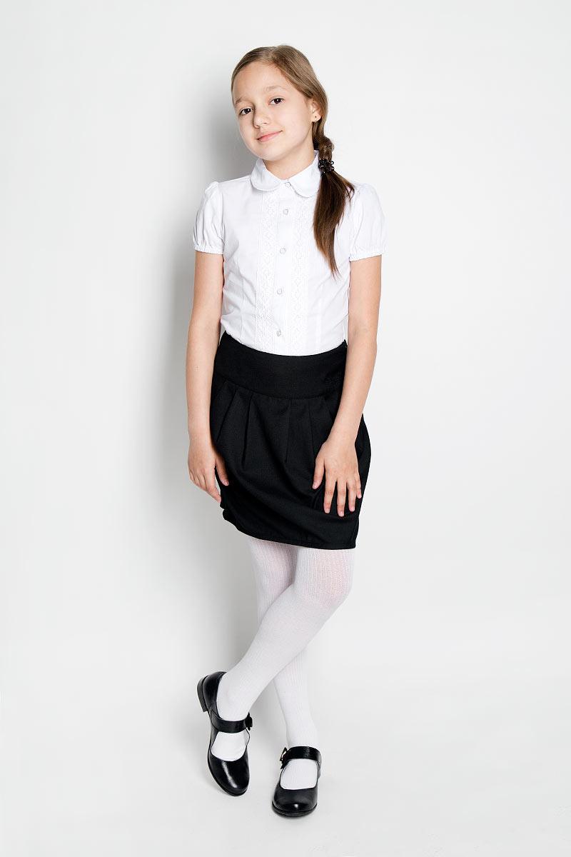 215BBGS6101Стильная юбка для девочки Button Blue идеально подойдет для школы и повседневной носки. Изготовленная из высококачественного материала, она необычайно мягкая и приятная на ощупь, не сковывает движения малышки и позволяет коже дышать, не раздражает даже самую нежную и чувствительную кожу ребенка, обеспечивая ему наибольший комфорт. Юбка на широком поясе, сбоку застегивается на потайную застежку-молнию. Крупные складки спереди и сзади обеспечивают комфортный свободный силуэт. Классический фасон юбки традиционно является основой школьного гардероба девочки, создавая привычный образ скромной, серьезной, аккуратной ученицы. Такая юбка - незаменимая вещь для школьной формы, отлично сочетается с блузками и пиджаками.