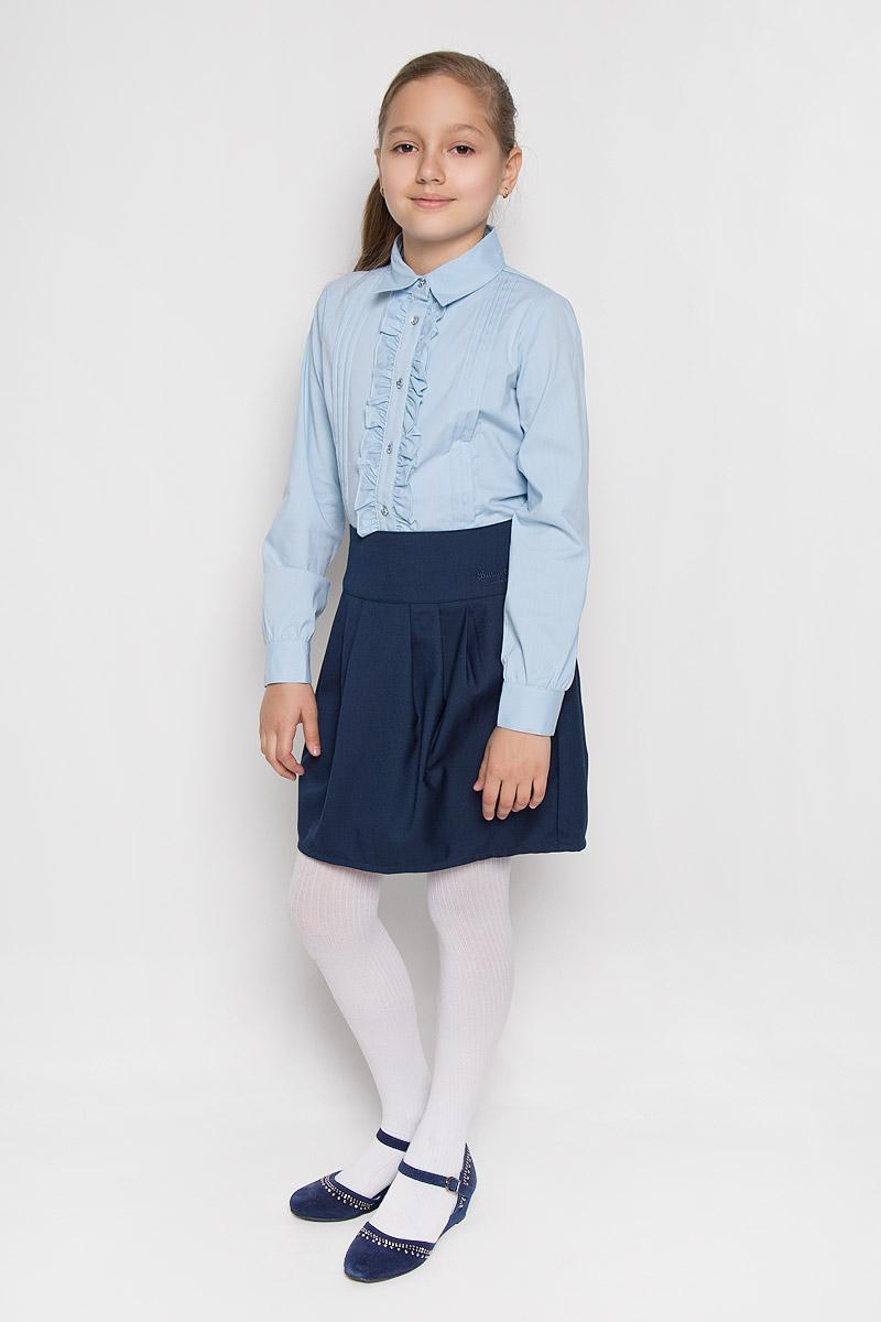 364035Элегантная блузка для девочки Scool выполнена из эластичного хлопка с добавлением полиэстера. Прекрасный состав ткани делает блузку мягкой и тактильно приятной, а также обеспечивает отличную посадку изделия на фигуре. Блузка с отложным воротником и длинными рукавами застегивается на пуговицы по всей длине. На рукавах предусмотрены широкие манжеты с застежками-пуговицами. Планку украшают рюши с двух сторон. Школьная блузка играет важную роль в образе ученицы, она отлично сочетается с юбками и брюками.