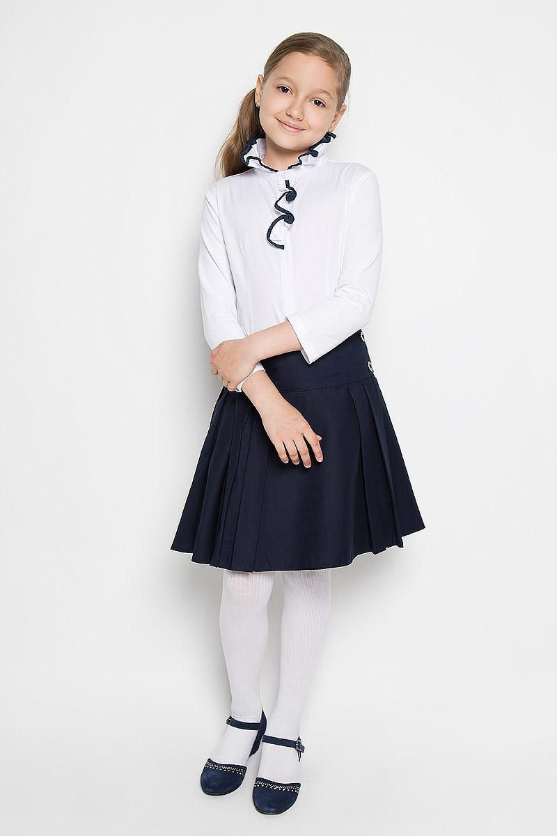 БлузкаAW15GS251A-1/AW15GS251B-1Блузка для девочки Nota Bene, выполненная из высококачественного материала, станет отличным дополнением к школьному гардеробу. Лицевая сторона модели изготовлена из натурального хлопка, а рукава и спинка - из эластичного хлопка. Изделие не сковывает движения и хорошо пропускает воздух, обеспечивая наибольший комфорт. Блузка с воротником-стойкой и рукавами длиной 7/8 застегивается на пуговицы по всей длине. Воротник со складками дополнен по краю окантовкой. Спереди модель украшена оборкой с контрастной окантовкой, а также небольшой вышивкой в виде стрекозы. Блузка отлично сочетается с юбками и брюками. В ней вашей принцессе всегда будет уютно и комфортно!