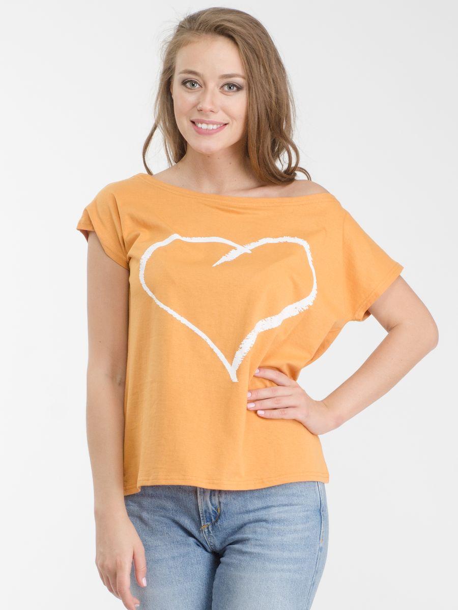 ФутболкаR021617Стильная женская футболка Rocawear, выполненная из натурального хлопка, обладает высокой теплопроводностью, воздухопроницаемостью и гигроскопичностью, позволяет коже дышать. Модель с короткими цельнокроеными рукавами и воротником-лодочкой - идеальный вариант для создания стильного современного образа. Такую футболку можно также носить на одно плечо. Небрежное спадание и оголенное плечо добавляют игривости и привлекательности в ваш образ. Футболка оформлена оригинальным принтом с изображением сердца. Такая модель подарит вам комфорт в течение всего дня и послужит замечательным дополнением к вашему гардеробу.
