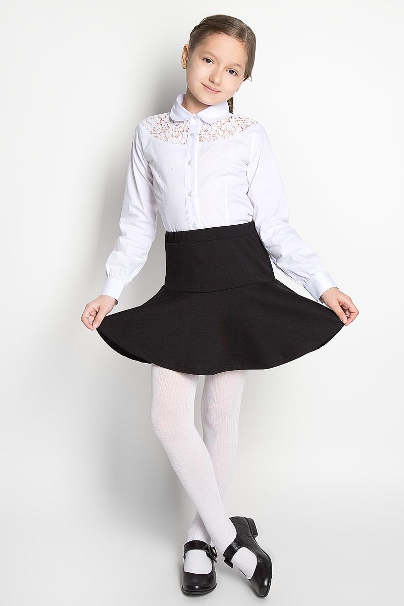 Блузка364037Блузка для девочки Scool изготовлена из эластичного хлопка с добавлением полиэстера. Изделие не сковывает движения и хорошо пропускает воздух, обеспечивая наибольший комфорт. Блузка с отложным воротником и длинными рукавами застегивается на пуговицы по всей длине. На рукавах предусмотрены манжеты с застежками-пуговицами. Спереди модель дополнена кружевной вставкой. Блузка украшена декоративными металлическими клепками. Блузка станет стильным дополнением к школьному гардеробу. Модель отлично сочетается с юбками и брюками.