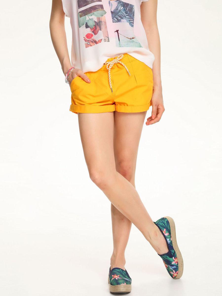 TSZ0174ROСтильные женские шорты Troll выполнены из 100% хлопка. Модель стандартной посадки в поясе оформлена эластичной резинкой и дополнена шнурками. Спереди шорты оформлены втачными карманами и одним маленьким накладным, а сзади декорирована имитация двух карманов.