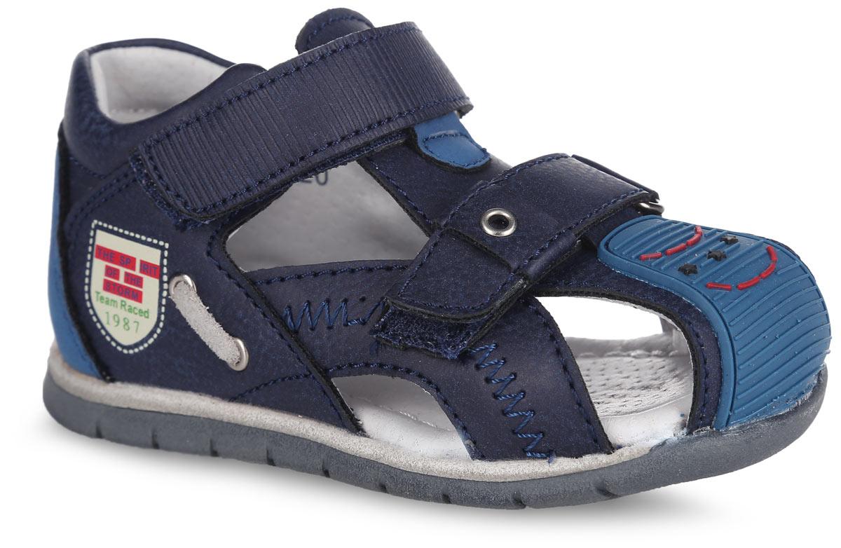Сандалии для мальчика. 100127100127Прелестные сандалии от Mursu придутся по душе вашему юному моднику и идеально подойдут для повседневной носки в летнюю погоду! Модель изготовлена из искусственной кожи разной фактуры. Верхний ремешок дополнен оригинальным тиснением, нижний - декоративным люверсом, передняя часть обуви - зигзагообразной прострочкой и вставкой из ПВХ для дополнительной защиты пальцев, одна из боковых сторон - стильным принтом и шнуровкой, пропущенной через люверсы. Внутренняя часть и стелька, изготовленные из натуральной кожи, предотвратят натирание и гарантируют уют. Стелька дополнена супинатором, который обеспечивает правильное положение ноги ребенка при ходьбе и предотвращает плоскостопие. Ремешки на застежках- липучках надежно зафиксируют обувь на ноге ребенка. Максимально комфортная подошва обеспечивает отличное сцепление с поверхностью. Стильные сандалии - незаменимая вещь в гардеробе каждого ребенка!