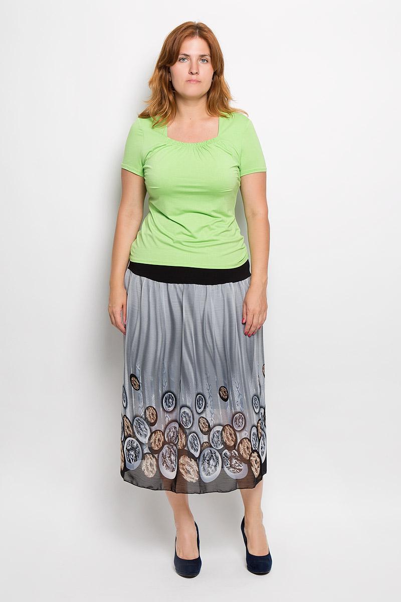 Футболка553мСтильная женская футболка Milana Style, выполненная из эластичной вискозы, обладает высокой теплопроводностью, воздухопроницаемостью и гигроскопичностью, позволяет коже дышать. Однотонная модель с короткими рукавами и квадратным вырезом горловины - идеальный вариант для создания стильного современного образа. Горловина футболки дополнена эластичной резинкой и украшена декоративными складками. Такая модель подарит вам комфорт в течение всего дня и послужит замечательным дополнением к вашему гардеробу.