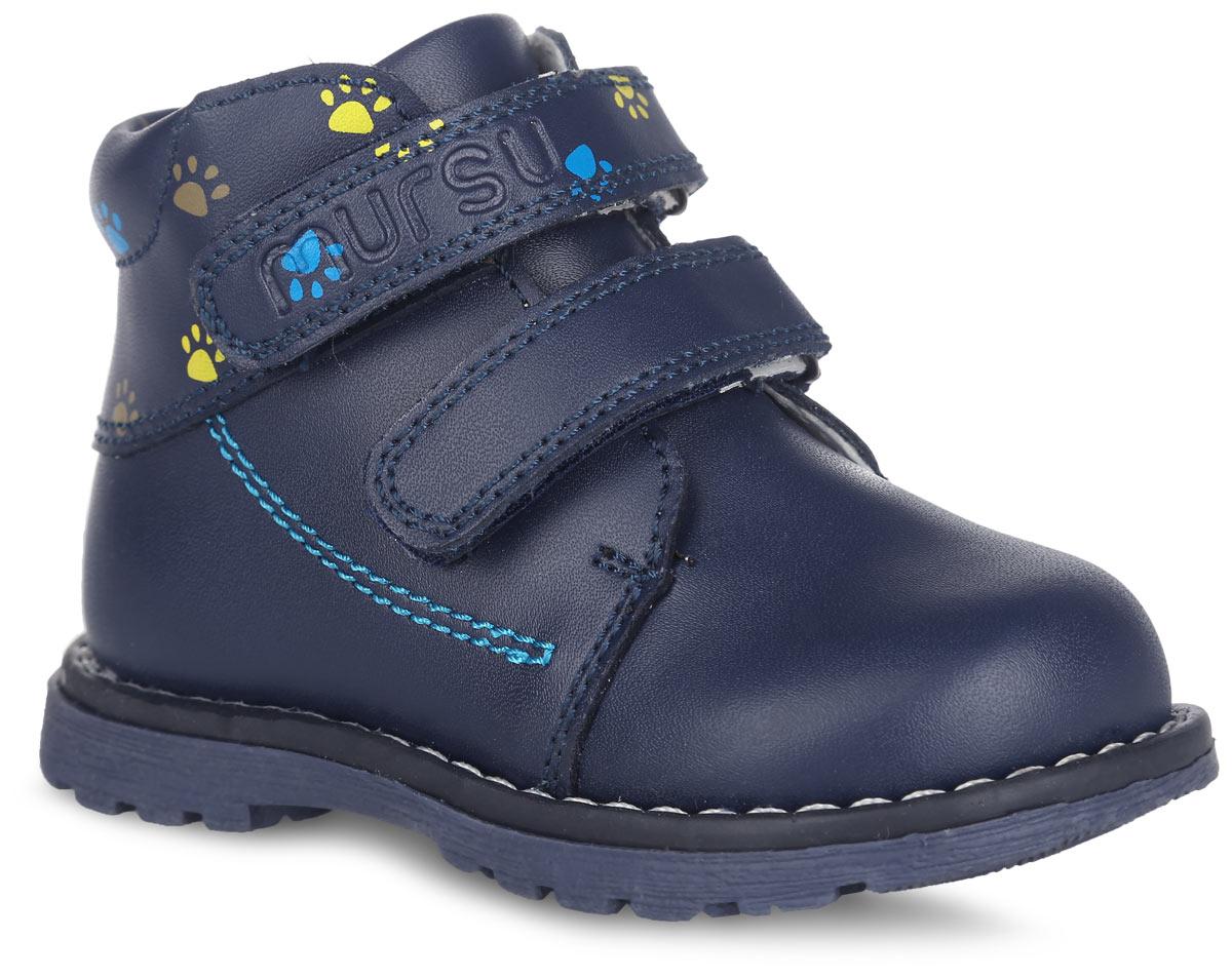 100421Детские ботинки от Mursu придутся по душе вашему мальчику и идеально подойдут для повседневной носки! Модель полностью выполнена из натуральной кожи и оформлена в верхней части ярким принтом в виде отпечатков лапок, по бокам - прострочкой, на верхнем ремешке - названием бренда, по ранту - светлой прострочкой. Внутренняя часть и стелька, изготовленные из натуральной кожи, предотвратят натирание и гарантируют уют. Стелька дополнена супинатором, который обеспечивает правильное положение ноги ребенка при ходьбе и предотвращает плоскостопие. Ремешки на застежках-липучках надежно зафиксируют обувь на ноге ребенка. Максимально комфортная подошва обеспечивает отличное сцепление с поверхностью. Стильные ботинки - незаменимая вещь в гардеробе каждого мальчика!