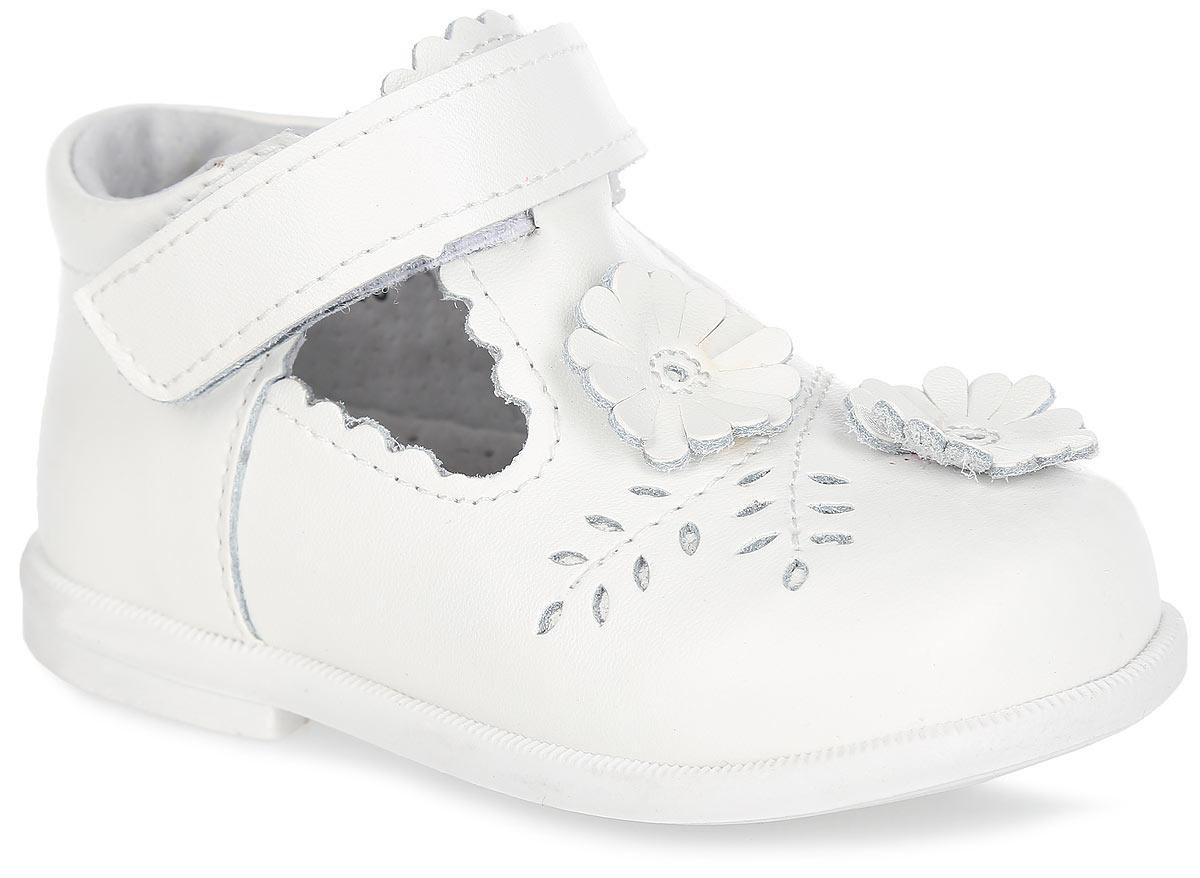 Туфли для девочки. 10049100492Прелестные туфли от Mursu придутся по душе вашей юной моднице! Модель, изготовленная из натуральной кожи, оформлена декоративной перфорацией и нашивками в виде цветов. Ремешок с застежкой-липучкой отвечает за надежную фиксацию модели на ноге. Внутренняя поверхность из натуральной кожи не натирает. Стелька из материала ЭВА с поверхностью из натуральной кожи дополнена супинатором, который обеспечивает правильное положение ноги ребенка при ходьбе, предотвращает плоскостопие. Широкий, устойчивый каблук продлен с внутренней стороны до середины стопы, чтобы исключить вращение (заваливание) стопы вовнутрь. Подошва с рифлением обеспечивает идеальное сцепление с любыми поверхностями. Стильные туфли - незаменимая вещь в гардеробе каждой девочки.