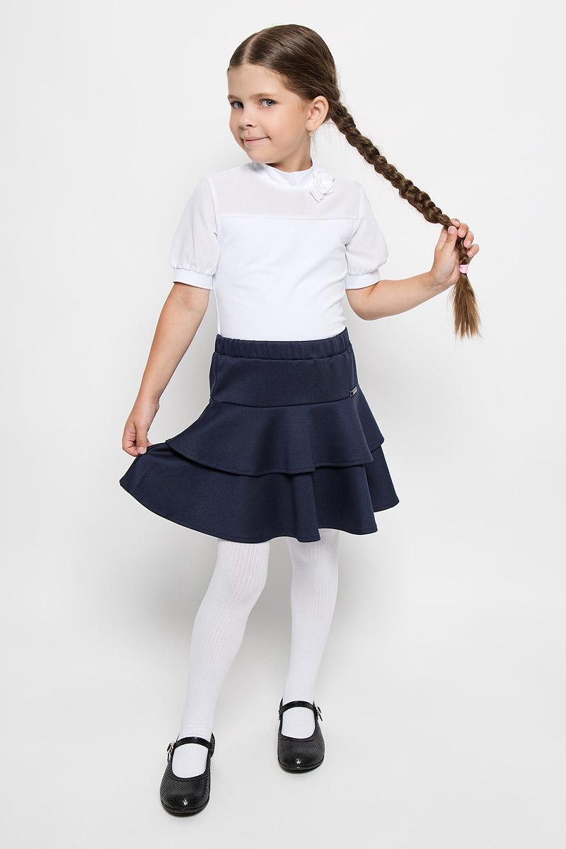 БлузкаCJR26001A-1/CJR26001B-1Стильная блузка для девочки Nota Bene, выполненная из хлопка с добавлением полиэстера и лайкры, станет отличным дополнением к детскому гардеробу. Благодаря составу, изделие тактильно приятное, не сковывает движений, позволяет коже дышать. Блузка с короткими рукавами и воротничком-стойкой. Модель оформлена бантиком с розой, которые изготовлены из атласных ленточек. Рукава и вставка на груди выполнены из легкого полупрозрачного материала. Рукава дополнены узкими трикотажными манжетами. Блузка отлично сочетается с юбками и брюками. В ней вашей принцессе всегда будет уютно и комфортно!